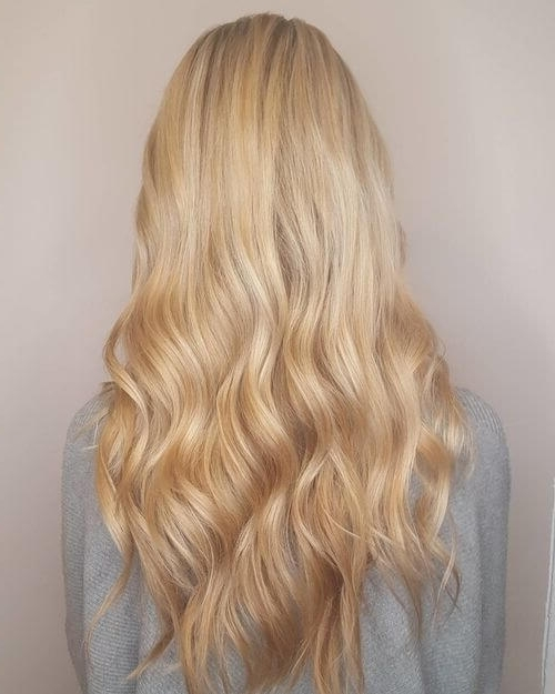 22 Greatest Blonde Hair Colors In 2018: Honey, Dirty, Ash & Platinum With Creamy Blonde Waves With Bangs (View 14 of 25)