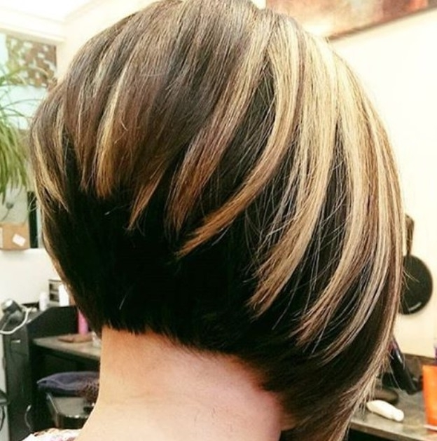 22 Hottest Graduated Bob Hairstyles Right Now – Hairstyles Weekly For Steeply Angled A Line Lob Blonde Hairstyles (View 24 of 25)