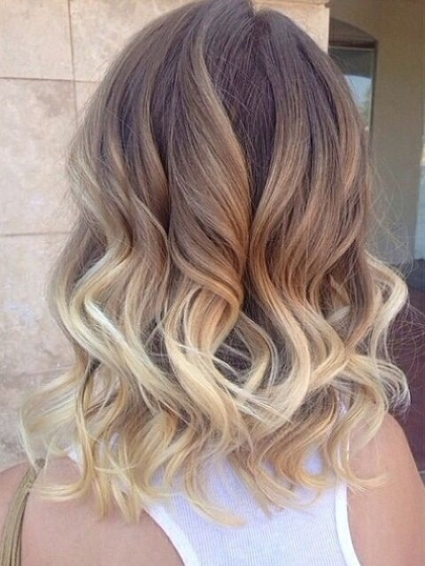 22 Popular Medium Hairstyles For Women 2018 – Shoulder Length Hair Within Soft Flaxen Blonde Curls Hairstyles (View 3 of 25)