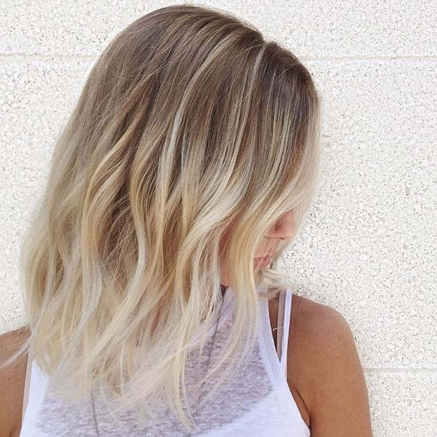 27 Beautiful Long Bob Hairstyles: Shoulder Length Hair Cuts In Dark And Light Contrasting Blonde Lob Hairstyles (View 14 of 25)