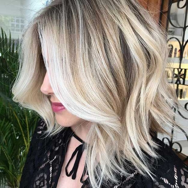 27 Pretty Lob Haircut Ideas You Should Copy In 2017 | Stayglam For Dark And Light Contrasting Blonde Lob Hairstyles (View 6 of 25)