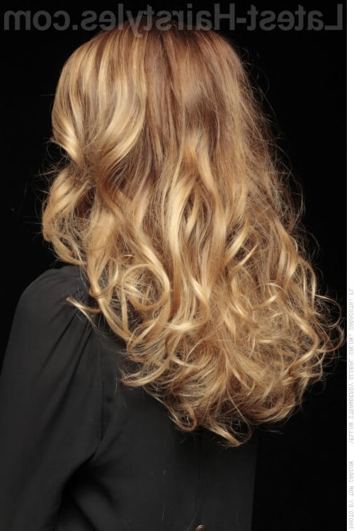 28 Blonde Hair With Lowlights So Hot You'll Want To Try'em All (New Pertaining To Warm Blonde Curls Blonde Hairstyles (View 19 of 25)