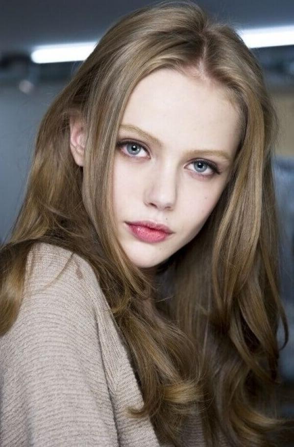 30 Blonde Medium Hairstyles Ideas For Women Inside Dishwater Waves Blonde Hairstyles (View 18 of 25)