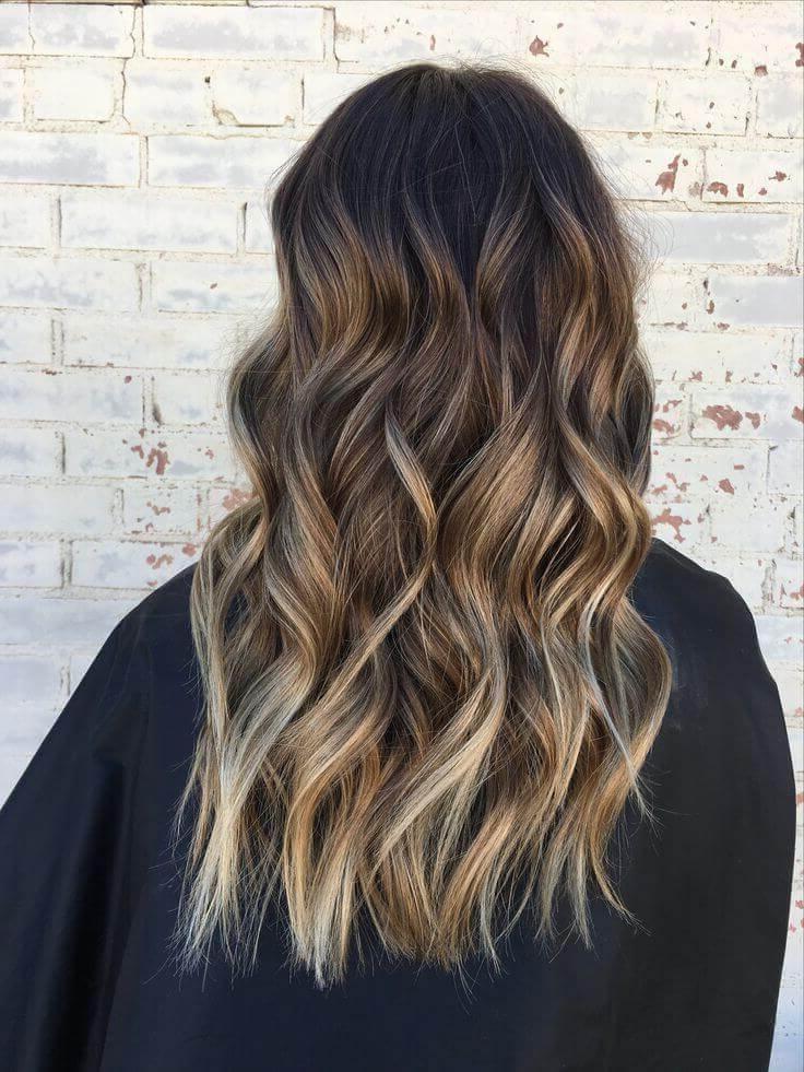 30 Blonde Medium Hairstyles Ideas For Women Regarding Loose Curls Blonde With Streaks (View 3 of 25)