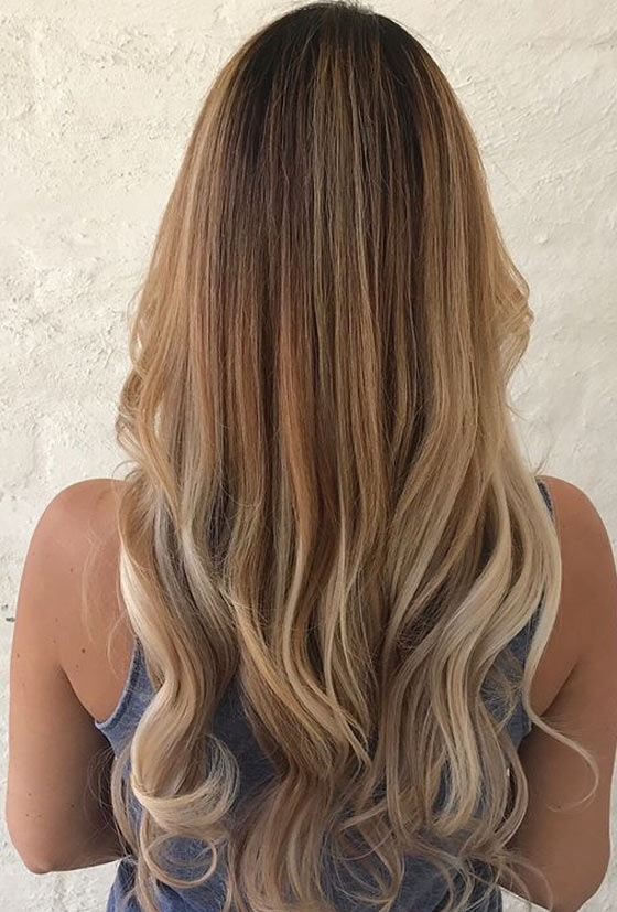 30 Honey Blonde Hair Color Ideas You Can't Help Falling In Love With For Dark Roots Blonde Hairstyles With Honey Highlights (View 4 of 25)