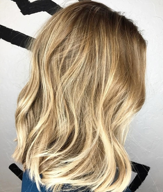 30 Honey Blonde Hair Color Ideas You Can't Help Falling In Love With Inside Dark Roots Blonde Hairstyles With Honey Highlights (View 4 of 25)