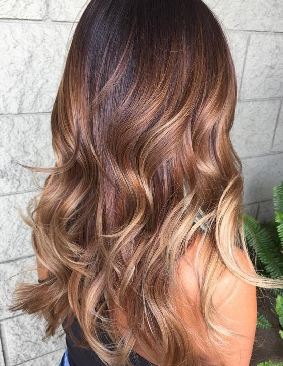 30 Honey Blonde Hair Color Ideas You Can't Help Falling In Love With Intended For Dark Roots Blonde Hairstyles With Honey Highlights (View 6 of 25)