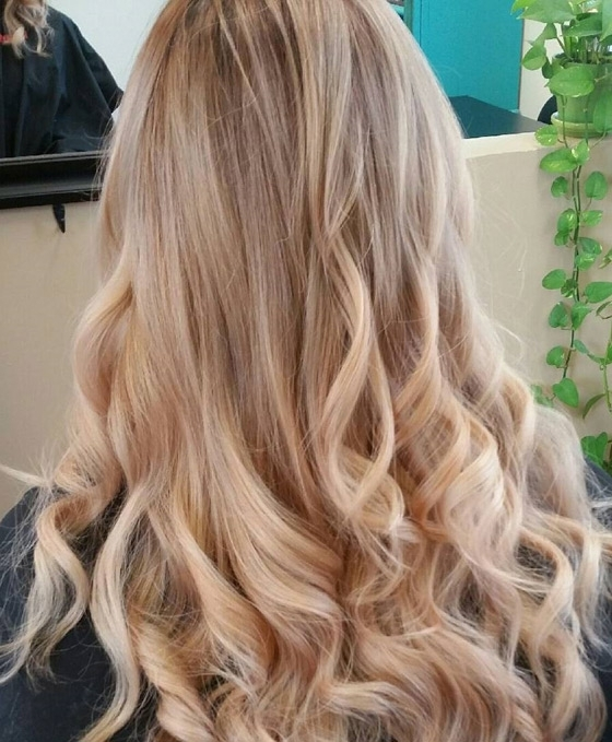 30 Honey Blonde Hair Color Ideas You Can't Help Falling In Love With Throughout Caramel Blonde Hairstyles (View 7 of 25)