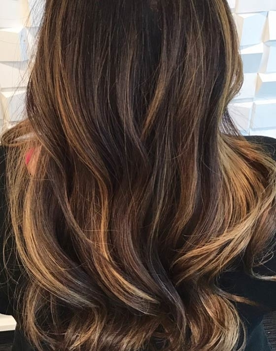 30 Honey Blonde Hair Color Ideas You Can't Help Falling In Love With Throughout Dark Roots Blonde Hairstyles With Honey Highlights (View 23 of 25)