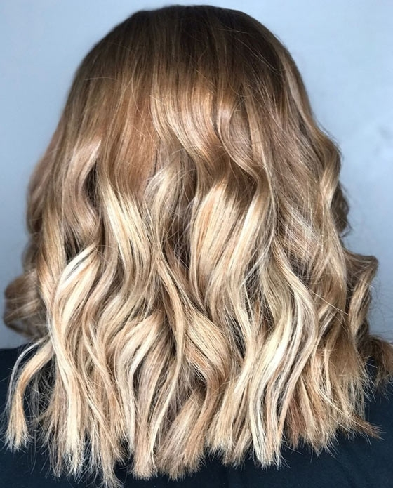 30 Honey Blonde Hair Color Ideas You Can't Help Falling In Love With With Regard To Loose Curls Blonde With Streaks (View 10 of 25)