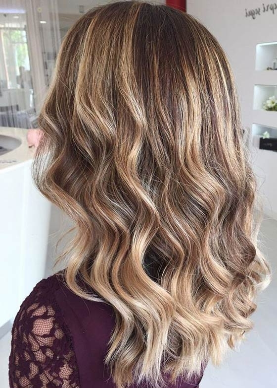 30 Honey Blonde Hair Color Ideas You Can't Help Falling In Love With Within Honey Blonde Hairstyles (View 4 of 25)