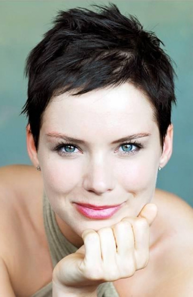 30 Stylish Tapered Short Hairstyles To Look Bold And Elegant With Regard To Most Up To Date Messy Tapered Pixie Hairstyles (View 14 of 25)