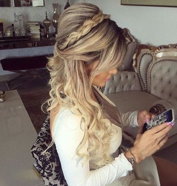 33 Half Up Half Down Wedding Hairstyles To Try | Wedding Hair Ideas Pertaining To Big And Bouncy Half Ponytail Hairstyles (View 20 of 25)