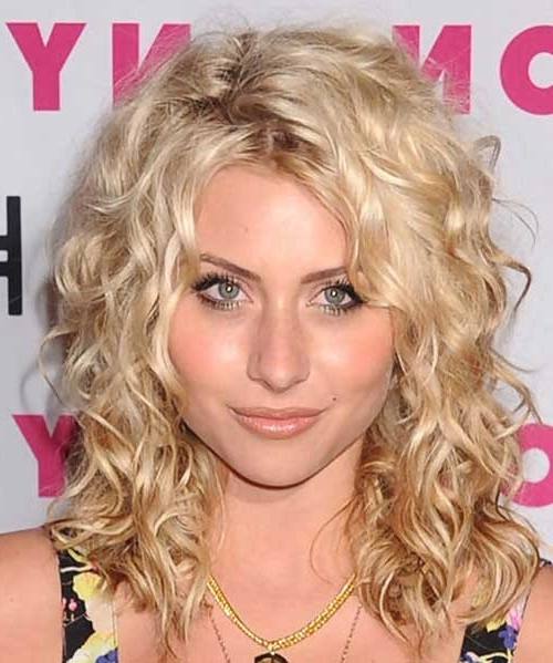 35 Long Layered Curly Hair | Hairstyles & Haircuts 2016 – 2017 Throughout Warm Blonde Curls Blonde Hairstyles (View 22 of 25)