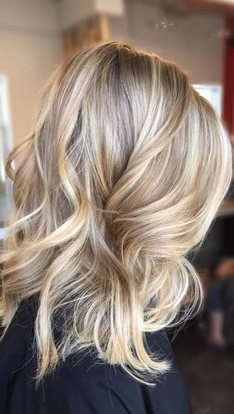 35 Sophisticated & Summery Sandy Blonde Hair Looks Pertaining To Buttery Highlights Blonde Hairstyles (View 2 of 25)