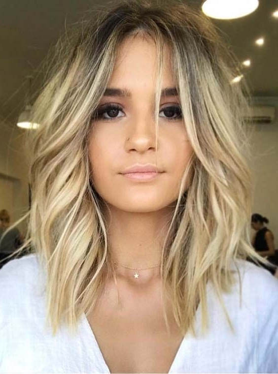 36 Gorgeous Undone Textured Lob Haircuts 2018 | H A I R C O L O R With Blonde Lob Hairstyles With Middle Parting (View 17 of 25)