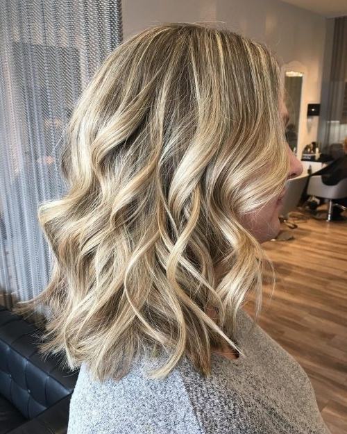37 Chic Medium Length Wavy Hairstyles In 2018 Pertaining To Gently Angled Waves Blonde Hairstyles (View 13 of 25)
