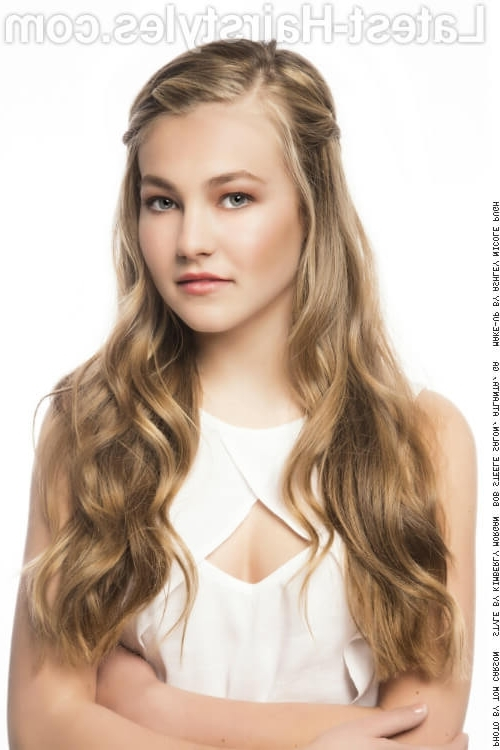38 Ridiculously Cute Hairstyles For Long Hair (Popular In 2018) With Regard To Loosely Coiled Tortoiseshell Blonde Hairstyles (View 17 of 25)