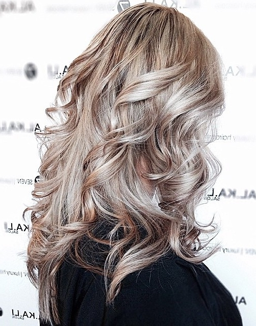 40 Ash Blonde Hair Looks You'll Swoon Over Intended For Dark And Light Contrasting Blonde Lob Hairstyles (View 11 of 25)