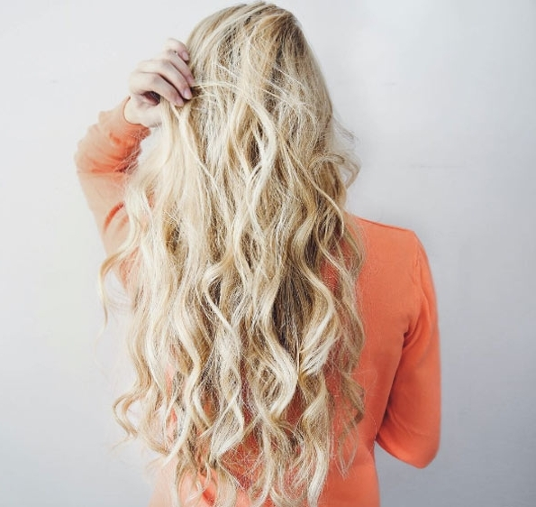 40 Curly Blonde Hairstyles For Long Hair – Style Skinner Intended For Amber Waves Blonde Hairstyles (View 4 of 25)