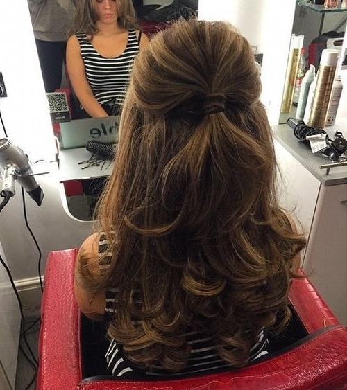 40 Easy And Chic Half Ponytails For Straight, Wavy And Curly Hair In Ponytail Hairstyles With Wild Wavy Ombre (View 8 of 25)