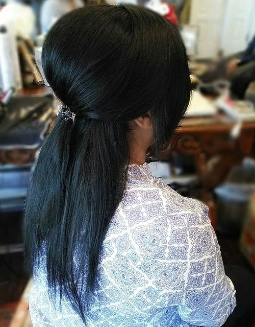 40 Easy And Chic Half Ponytails For Straight, Wavy And Curly Hair Throughout Jet Black Pony Hairstyles With Volume (View 5 of 25)