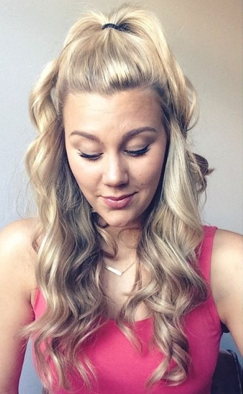 40 Easy And Chic Half Ponytails For Straight, Wavy And Curly Hair Throughout Ponytail Hairstyles With Wild Wavy Ombre (View 9 of 25)