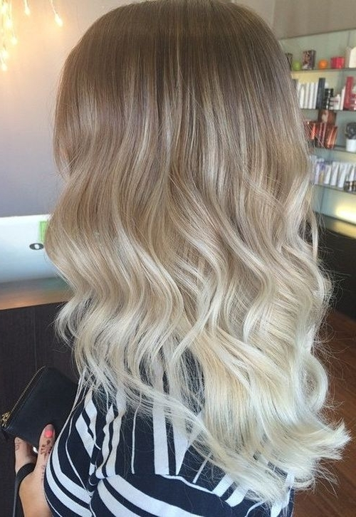 Featured Photo of Glamorous Silver Blonde Waves Hairstyles
