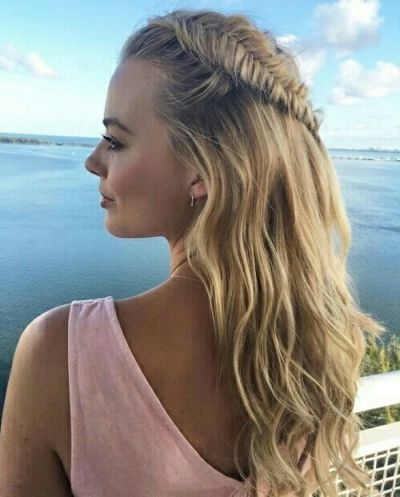 45 Beach Blonde Hairstyles You Can Try All Year Round – Part 3 Throughout Wavy Side Fishtail Hairstyles (View 9 of 25)