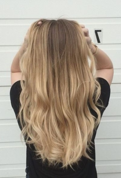 45 Beach Blonde Hairstyles You Can Try All Year Round Pertaining To Honey Hued Beach Waves Blonde Hairstyles (View 10 of 25)