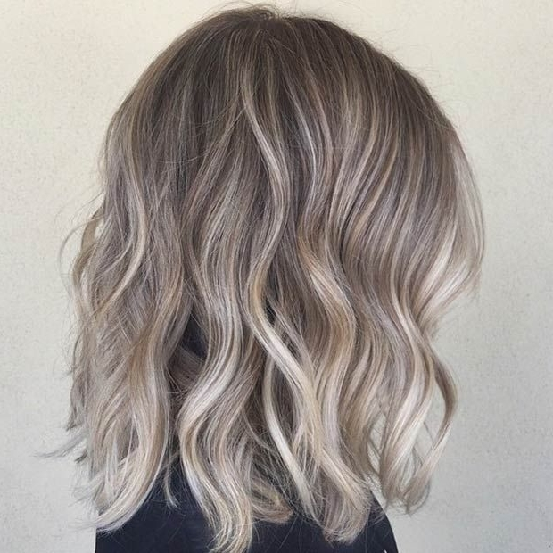 Featured Photo of Ash Blonde Lob With Subtle Waves