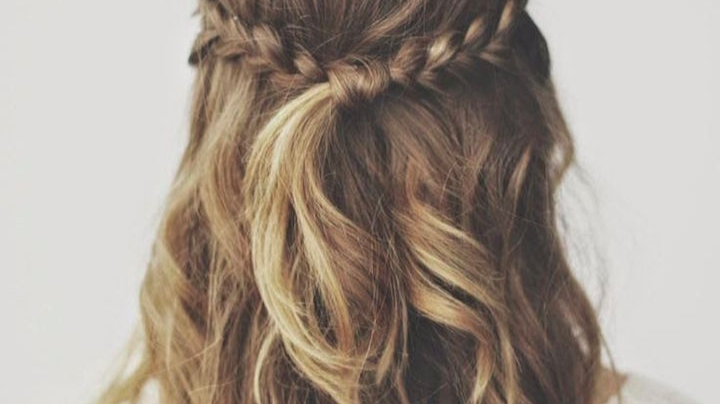 5 Pretty Beach Wave Hairstyles – Whitney Port Within Blonde Ponytail Hairstyles With Beach Waves (View 14 of 25)