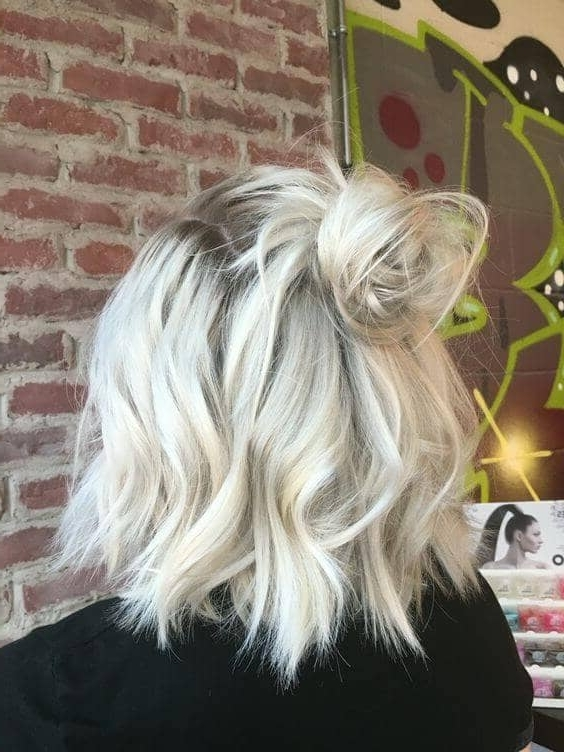 50 Fresh Short Blonde Hair Ideas To Update Your Style In 2018 In Thin Platinum Highlights Blonde Hairstyles (View 17 of 25)