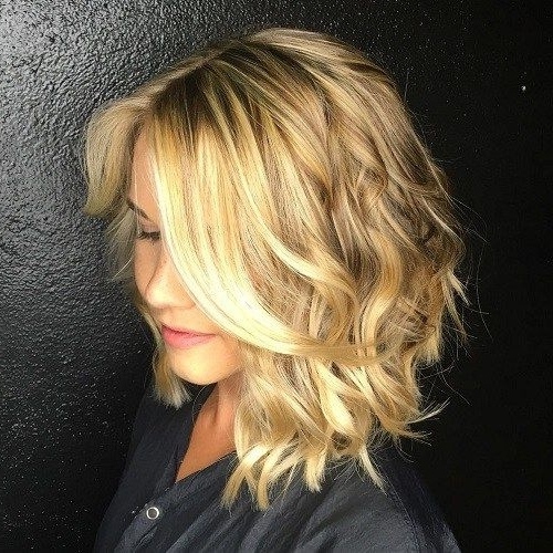 50 Gorgeous Wavy Bob Hairstyles With An Extra Touch Of Femininity In Inside Angled Wavy Lob Blonde Hairstyles (View 14 of 25)