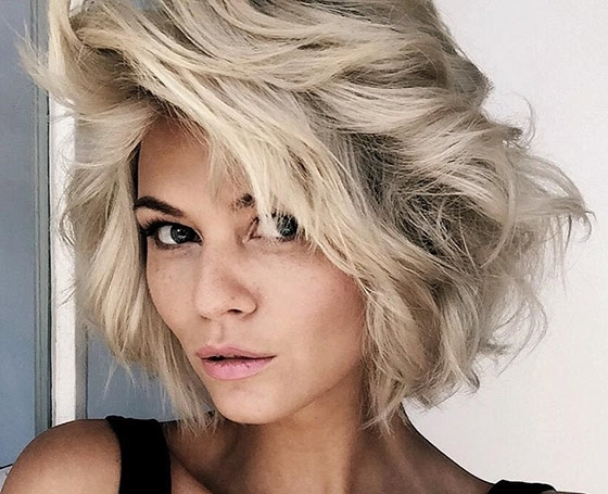 50 Layered Hairstyles With Bangs For Most Recent Platinum Blonde Disheveled Pixie Hairstyles (View 11 of 25)