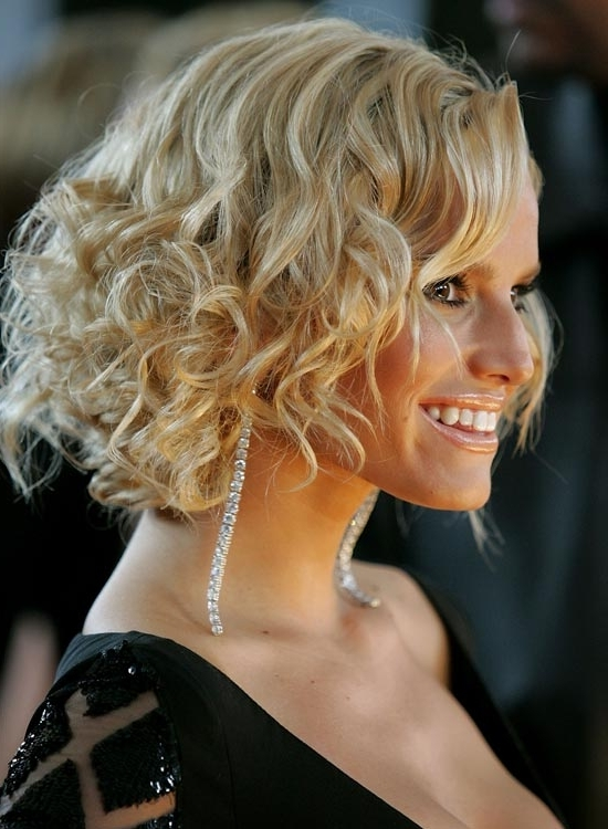 50 Messy Short Bob Hairstyle To Make You Look Uber Chic Pertaining To Medium Blonde Bob With Spiral Curls (View 22 of 25)