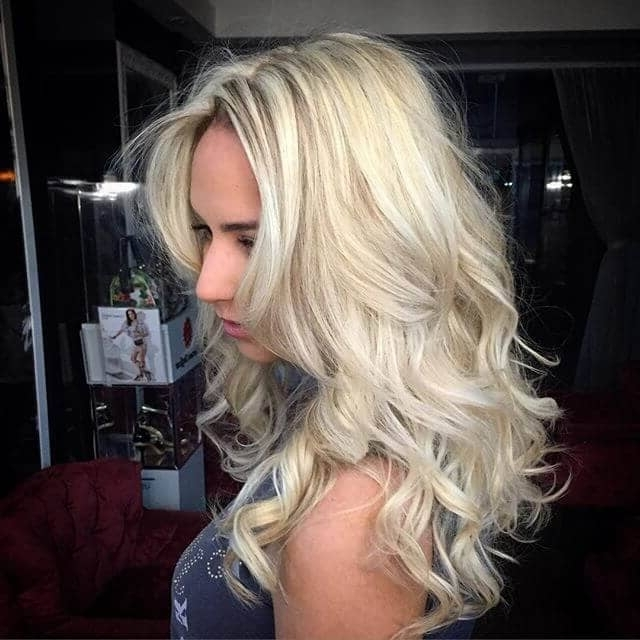 50 Platinum Blonde Hairstyle Ideas For A Glamorous 2018 Intended For Beachy Waves Hairstyles With Blonde Highlights (View 21 of 25)