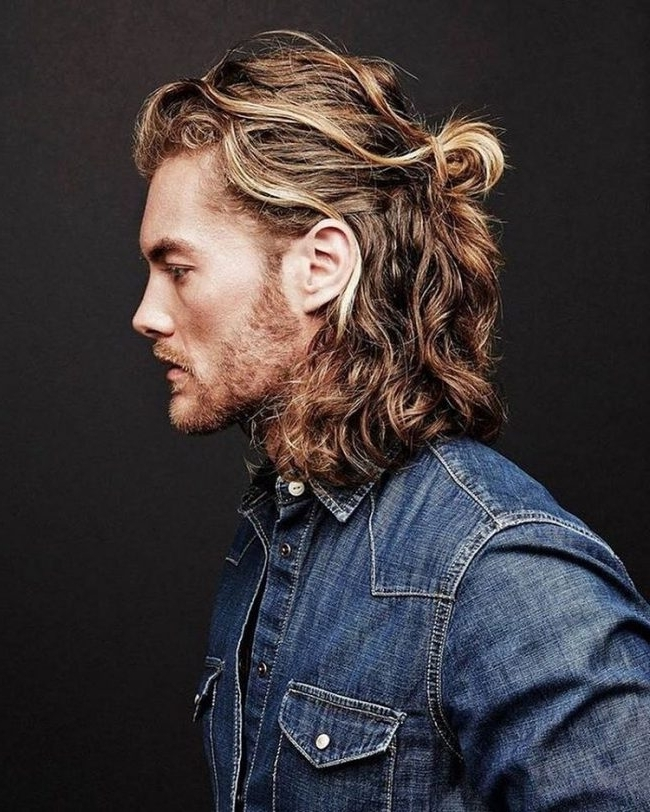 50 Popular Men's Ponytail Hairstyles (Be Different In 2018) In Curly Pony Hairstyles For Ultra Long Hair (View 24 of 25)