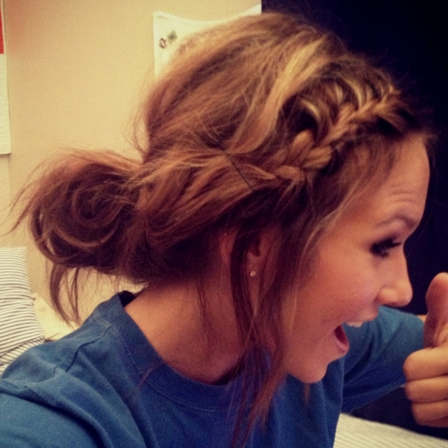 50 Pretty Easy Messy Ponytail Hairstyles You Can Try – Hairstyles Weekly For Twisted And Tousled Ponytail Hairstyles (View 12 of 25)