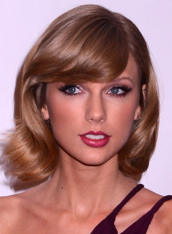 50 Teen Haircuts For Summer In Casual Bright Waves Blonde Hairstyles With Bangs (View 18 of 25)