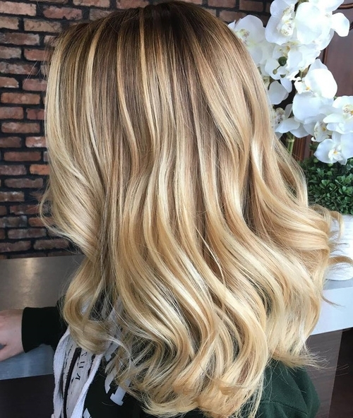 50 Variants Of Blonde Hair Color – Best Highlights For Blonde Hair Within Honey Hued Beach Waves Blonde Hairstyles (View 15 of 25)