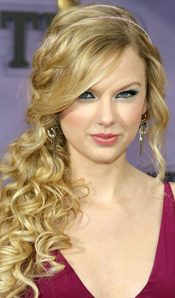 53 Easy To Do Ponytail Hairstyles For Girls Throughout Easy High Pony Hairstyles For Curly Hair (View 16 of 25)