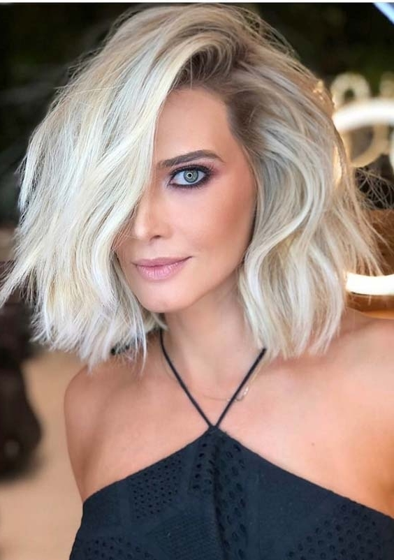 53 Elegant Side Parted Short To Medium Blonde Haircuts For 2018 Regarding Current Side Parted Blonde Balayage Pixie Hairstyles (View 14 of 25)