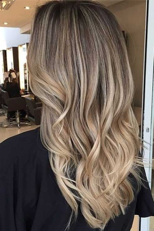 54 Must See Looks For Dirty Blonde Hair | Hairstylo For Dark Roots Blonde Hairstyles With Honey Highlights (View 11 of 25)