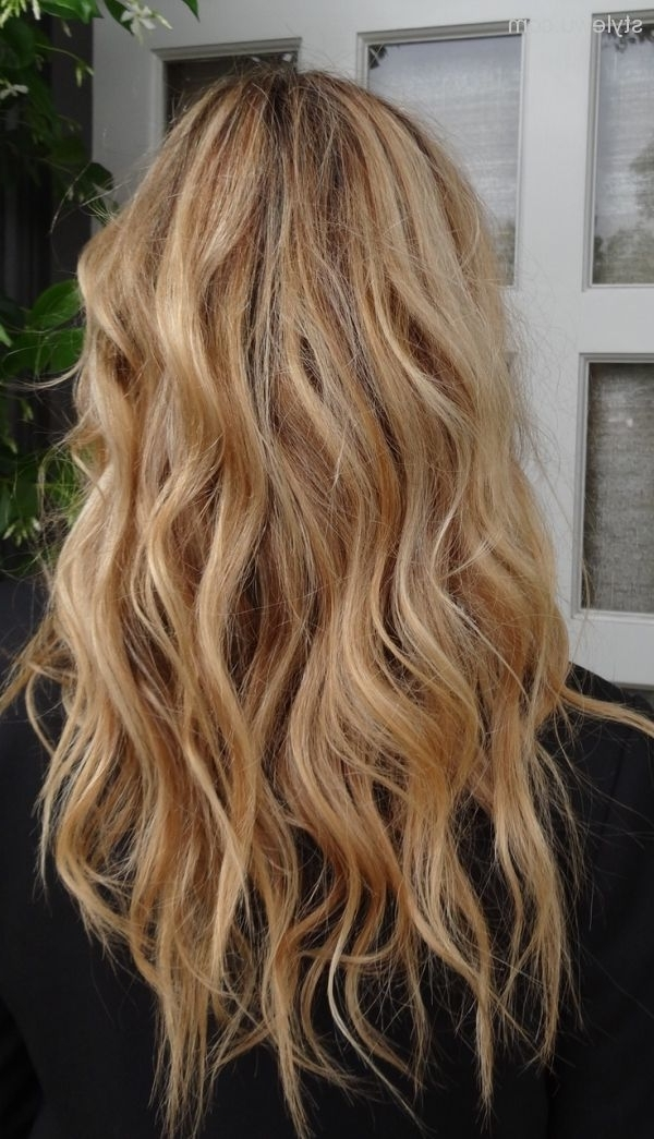 54 Must See Looks For Dirty Blonde Hair | Hairstylo Inside Beachy Waves Hairstyles With Blonde Highlights (View 24 of 25)