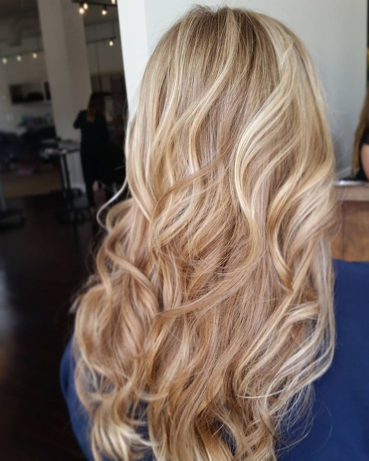 60 Alluring Designs For Blonde Hair With Lowlights And Highlights With Regard To Honey Hued Beach Waves Blonde Hairstyles (View 8 of 25)
