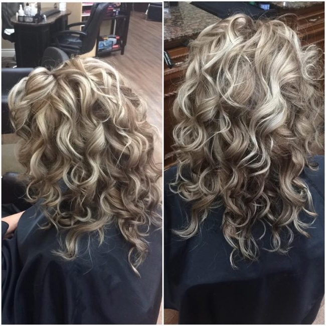 60 Best Blonde Hairstyles With Lowlights And Highlights In Loose Curls Blonde With Streaks (View 14 of 25)