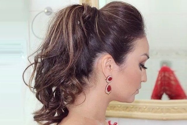 7 Super Simple Messy Ponytail Hairstyles | Gilscosmo – Shopping For Long Braided Ponytail Hairstyles With Bouffant (View 10 of 25)