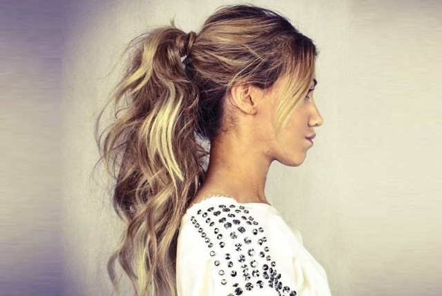 7 Super Simple Messy Ponytail Hairstyles | Gilscosmo – Shopping For Loose Messy Ponytail Hairstyles For Dyed Hair (Gallery 15 of 25)