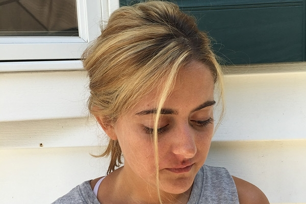 7 Tips On How To Do The Perfect Messy Ponytail – Gurl | Gurl Regarding Low Messy Ponytail Hairstyles (Gallery 20 of 25)